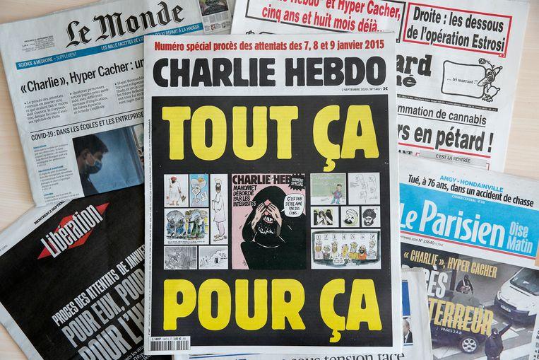 Franse kranten op de dag dat de grote terrorismerechtszaak van start ging. Beeld EPA