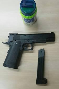 Aangehouden om een wapen dat gewonnen is op de kermis in Raamsdonksveer