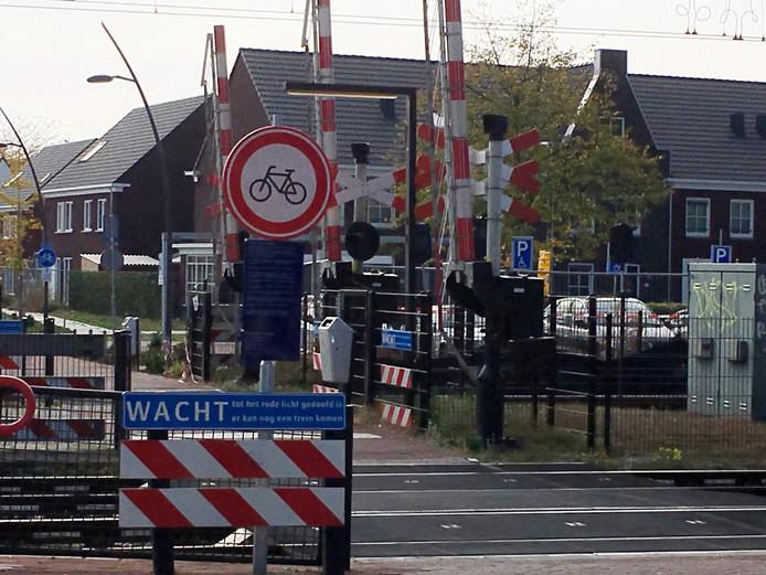 Het verbodsbord bij het station van Deurne werd gisteren weggehaald.