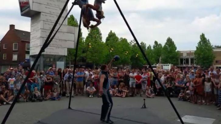 Straattheaterfestival Hengelo in de brandende zon