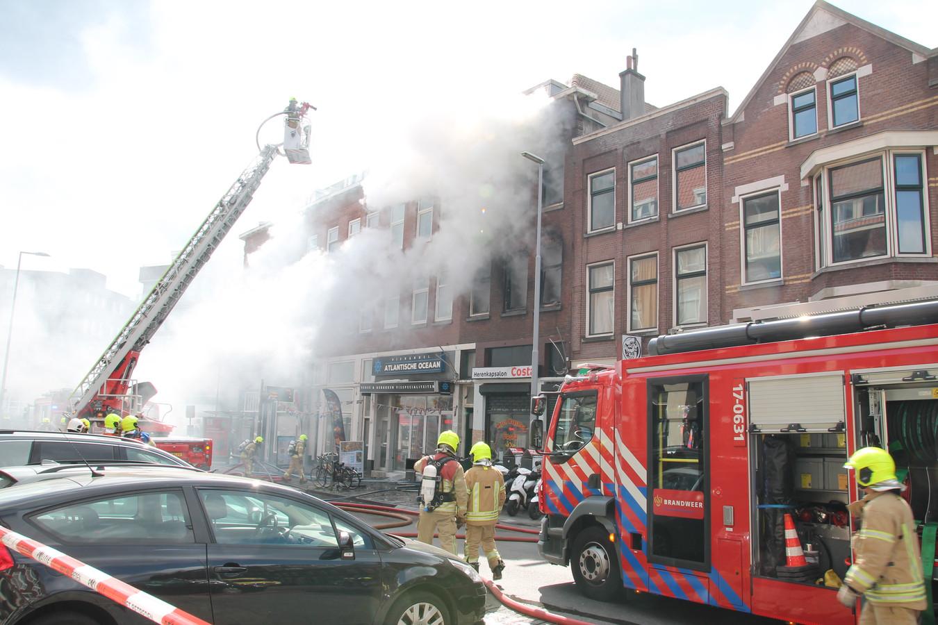 Alle drie de etages zijn volledig uitgebrand en onbewoonbaar verklaard.