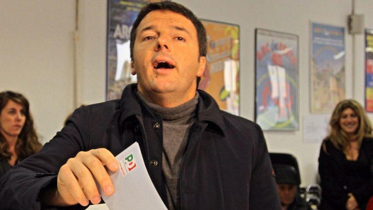 Favoriet in de peilingen en burgemeester van Florence, Matteo Renzi, brengt zijn stem uit. Beeld EPA