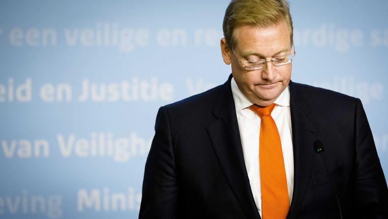 Minister Van der Steur geeft op zijn ministerie een persconferentie over de Volkertfoto. Beeld anp
