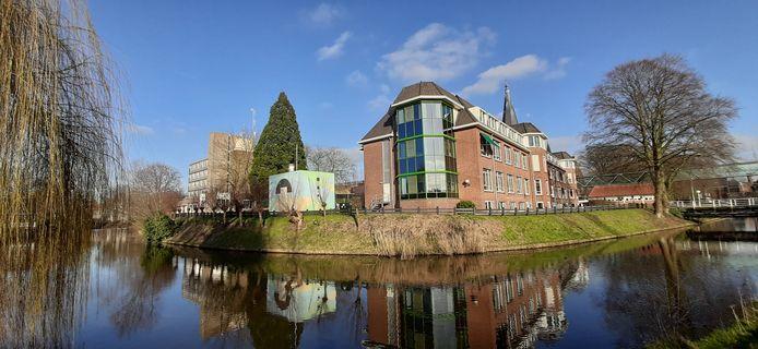De Molenberg, verpleeg- en verzorgingshuis voor 150 mensen, aan de gracht in Groenlo.