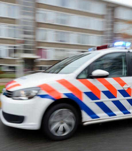 Automobilist snijdt fietser af en deelt klappen uit tijdens daaruit voortkomende ruzie