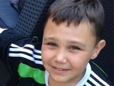 Feyenoordfan Colin (13) walgt van anti-Ajaxfoto