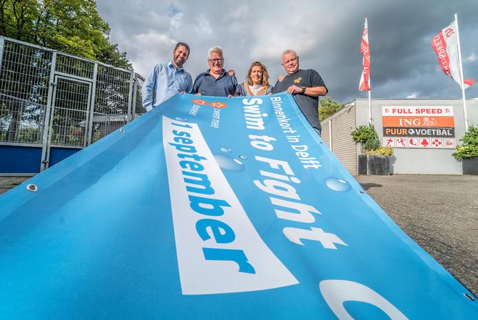 Michel Koolhoven, Sjaak Lispet, Diana Erades en Herwin Volmuller zijn klaar voor 'de Swim'.
