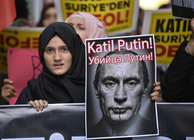 Een demonstratie in Istanbul tegen de Russische bombardementen in Syrië. Beeld ap