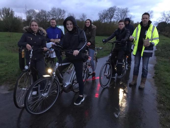 Nooit meer fietsen in het donker voor scholieren die door Simonshaven fietsen.