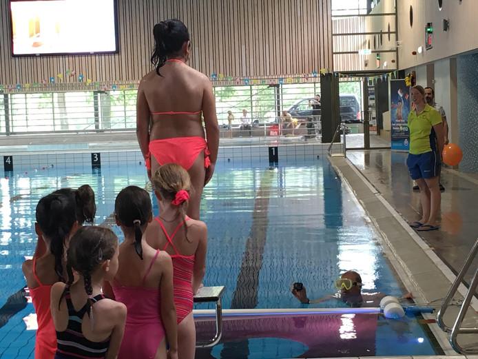 05e0134a6a92f1 Afzwemmen in Oosterhout voor het diploma én om te schitteren op de ...