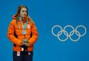 Yara van Kerkhof op het podium in Pyeongchang na het zilver op de 500 meter.