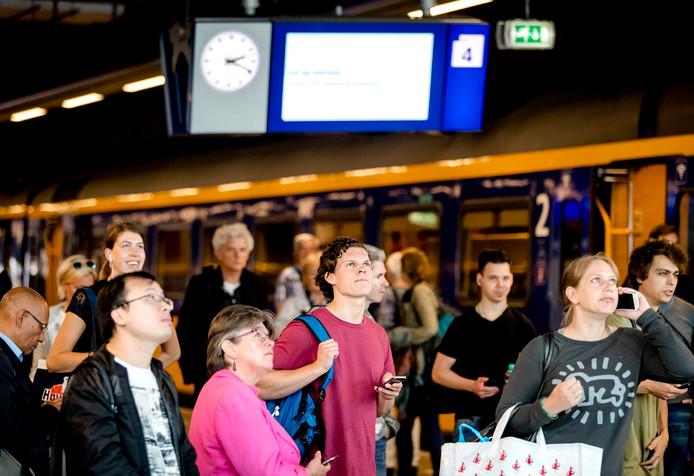 Drukte op Den Haag Centraal