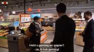 """Uitspraak Mark Rutte in supermarkt hit op sociale media: """"Er is genoeg wc-papier. We kunnen tien jaar poepen"""""""