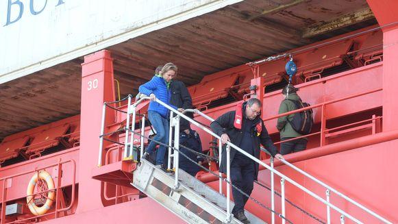 Havenschepen Annick De Ridder is terug in Antwerpen, na tocht met een groot containerschip.