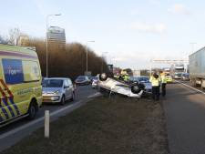 Auto belandt op de kop bij ongeluk op A28 bij Zwolle-Zuid