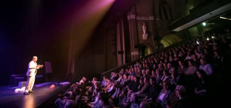 Eindejaarsconference als cadeau voor Helmond: Show Joop Vos gratis online te bekijken