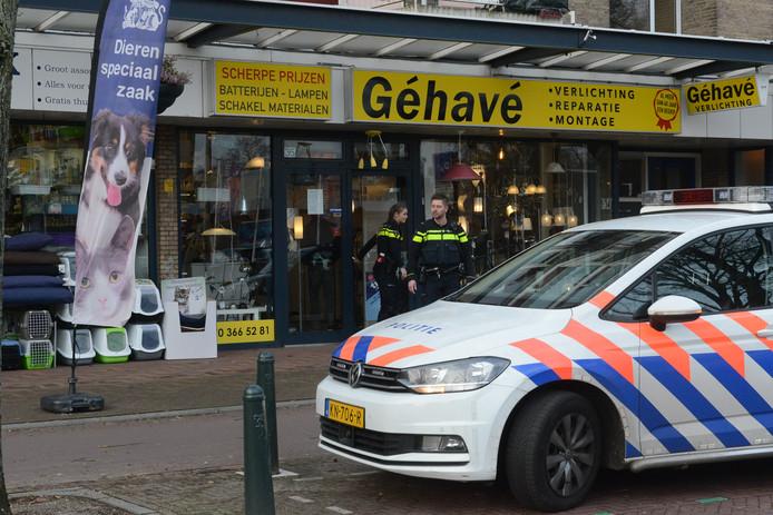 De lampenwinkel aan het Almeloplein in Den Haag werd overvallen.