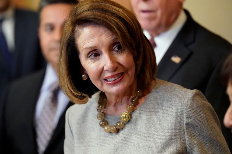 Nancy Pelosi (D-CA) arrives to sign legislation during an enrollment ceremony before sending it to U.S. President Donald Trump for his signature to end the partial government shutdown on Capitol Hill in Washington, U.S., January 25, 2019.      REUTERS/Joshua Roberts Beeld null