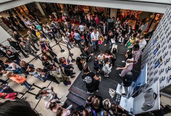 De cast van de populaire Ketnetreeks #LikeMe was onlangs in winkelcentrum K in Kortrijk en dat zorgde voor een overrompeling.