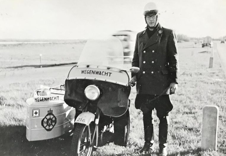 Wim Philips op zijn BSA met zijspan, in de jaren zestig. Beeld Privé-archief