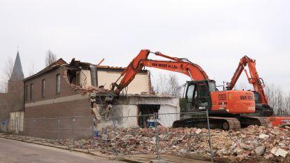 Woonproject 'Dorp aan de Stroom' krijgt stilaan vorm: oud gemeentegebouw Kerkstraat onder sloophamer