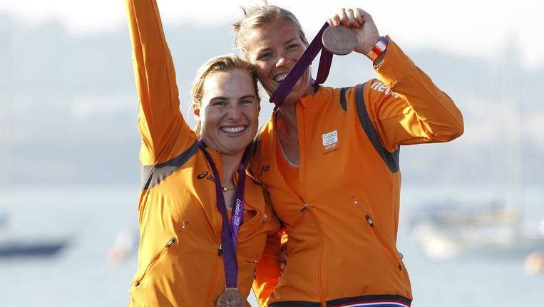 Brons voor Lisa Westerhof (l) en Lobke Berkhout. Beeld reuters