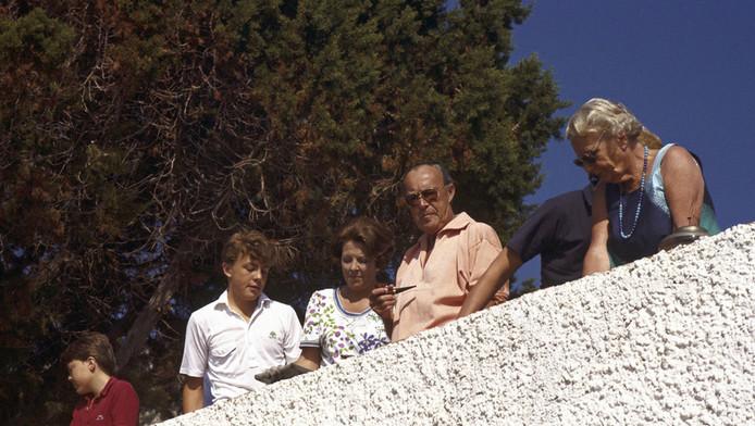 1984 Porto Ercole : Vlnr. Constantijn, Johan Friso, Koningin Beatrix, prins Bernhard en prinses Juliana.