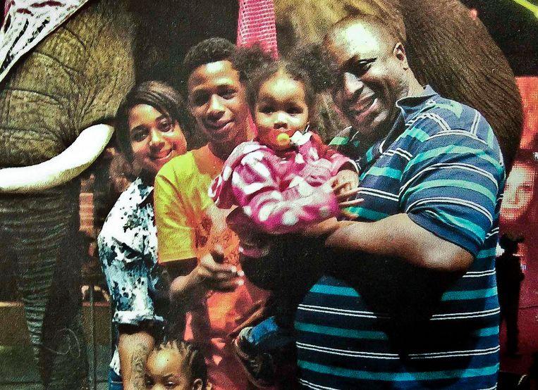 Eric Garner met zijn kinderen tijdens een familie-uitstapje.