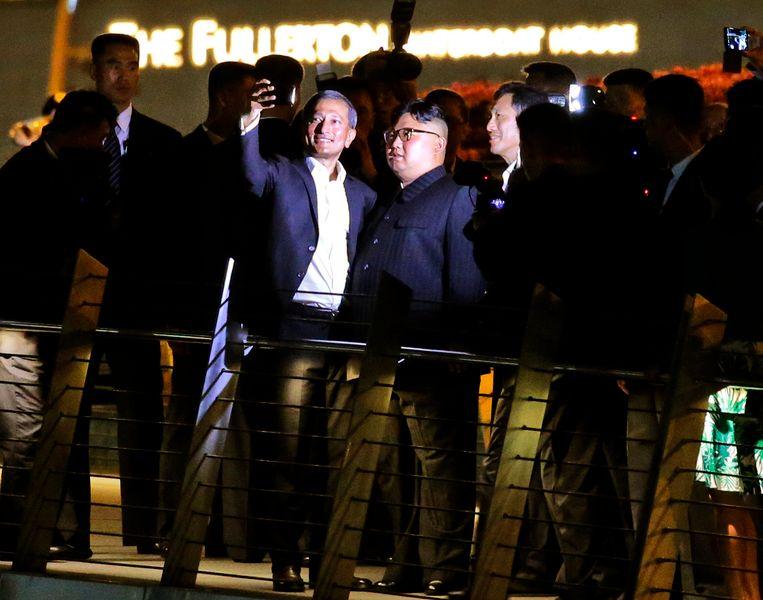 Selfies met de leider van Noord-Korea. Beeld vk