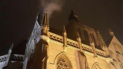 Stoom van verwarmingsinstallatie doet denken aan brand in kerk