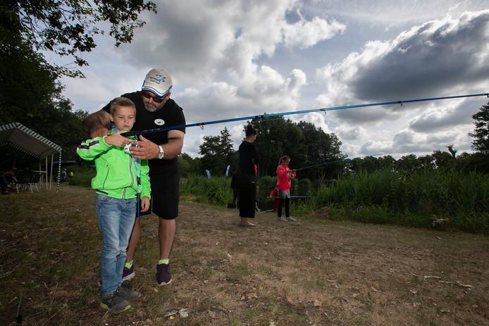 Westerhoven zomerviskaravaan bij visvijver.