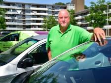 Buurtbussen mogen nog steeds niet de weg op: 'Ouderen moeten nu een dure taxi bestellen'