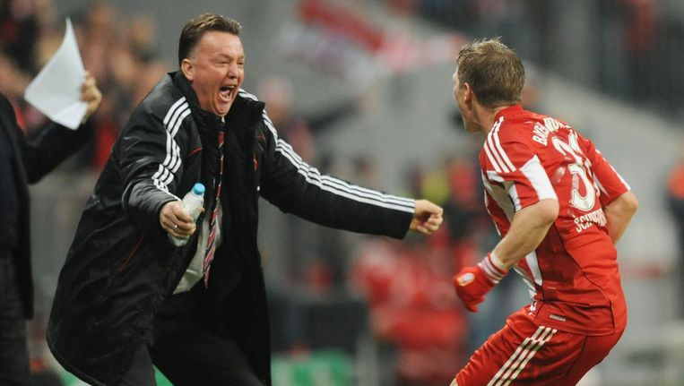 Louis van Gaal en Bastian Schweinsteiger worden weer herenigd bij Manchester United. Beeld afp