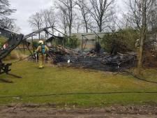 Tent brandt uit op camping in Winterswijk