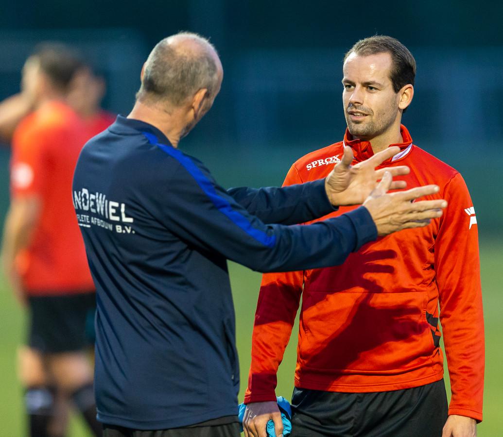 Guus Habraken (r) tijdens de training OJC Rosmalen