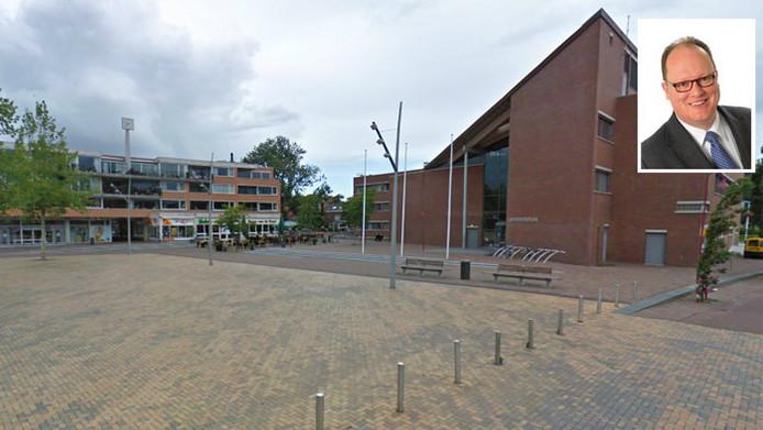 Jan-Christiaan Goudbeek (inzet) zal tijdelijk niet te vinden zijn in het gemeentehuis van Bodegraven zolang er een onderzoek naar hem loopt.