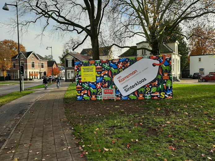Sint Voor Ieder Kind kreeg ook een plekje op deze container tegenover de Grote Kerk in Apeldoorn.