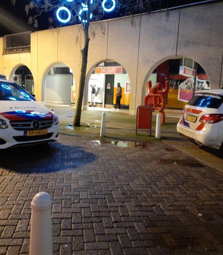 Alwéér een overval in Lelystad: 'Ik drukte op de alarmknop en pakte een fles wijn om mezelf te verdedigen'