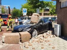 Tesla ramt gevel van bedrijfspand in Wijchen: 'Een wonder dat niemand gewond is geraakt'