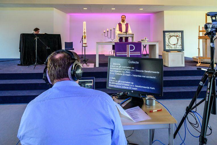 In de Kruiskerk te Woerden vinden in verband met corona opnames plaats voor een onlinedienst.  Beeld Aart Sliedrecht