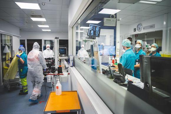 De spoedafdeling van het UZ, waar de vermoedelijke coronapatiënten worden binnengebracht.