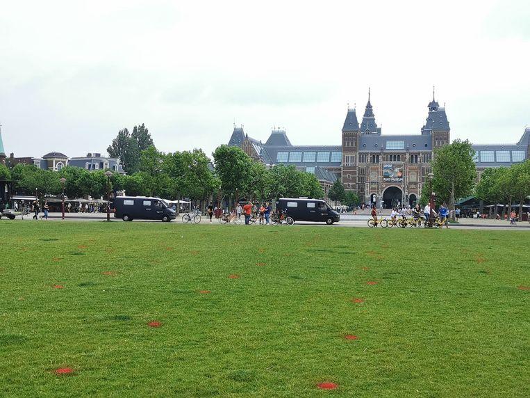 Op het Museumplein is ook geen betoger te bekennen. Beeld Juliët Boogaard