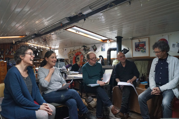 Repetie van Ensemble d'O (vlnr): Christel Schimme, Jacqueline van Eerd, Tom van der Borgt, John La Haye, Huub Prüst.