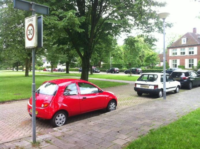 In onder meer de Wagnerlaan zou het 'vreemdparkeren' aangepakt worden.