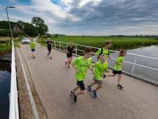 Deze kinderen uit Heerde rennen 27 kilometer naar Kampen om geld in te zamelen tegen kinderkanker