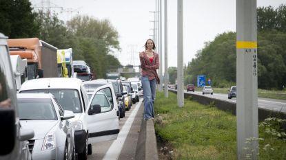 Ongeval op E313 zorgt voor ernstige verkeershinder: volledige rijbaan versperd