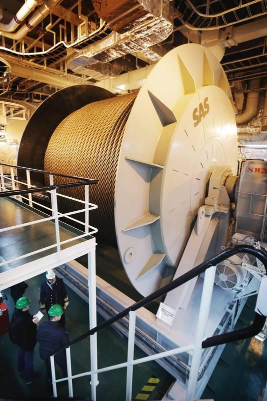 De buik van het schip telt vier megahaspels,alle voorzien van 5 kilometer staalkabel.