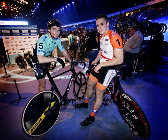Matthijs Büchli (links) en Harrie Lavreysen sprinten zes dagen lang tegen elkaar tijdens de Zesdagse van Rotterdam.
