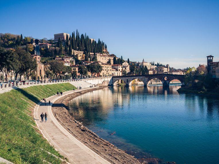 De rivier Adigo die door Verona stroomt. Beeld colourbox