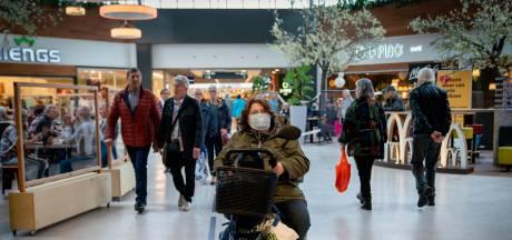 Begrip in winkelcentrum Arnhem voor strengere coronaboodschap Rutte